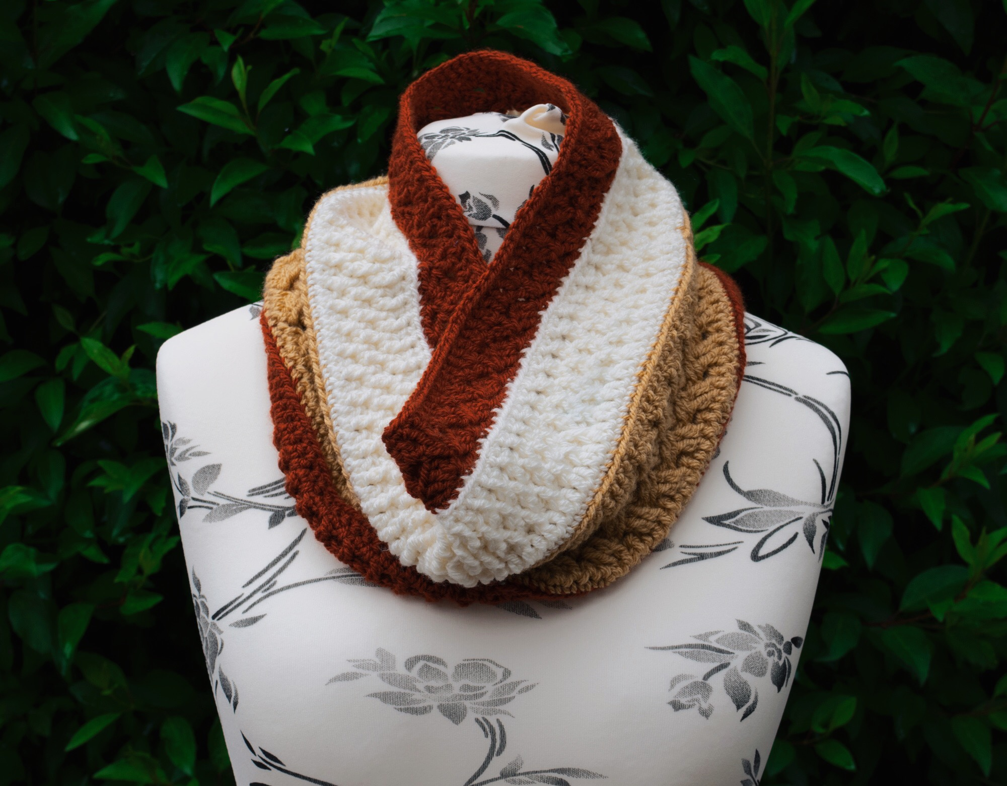 Mixed Toffee Cowl – our first CAL