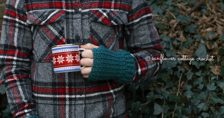 Men's Wrist Warmers – Free Pattern